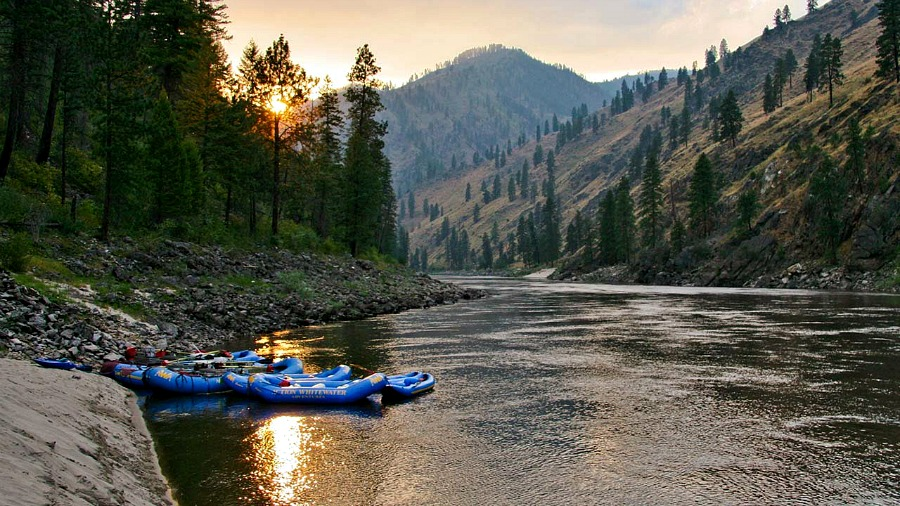 On your next Idaho Road Trip, be sure to check out the Salmon River, one of the best Free Things To Do In Idaho.